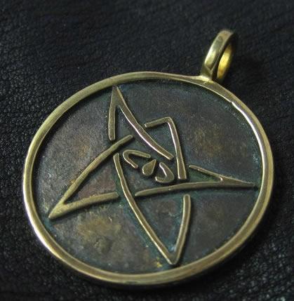 Älteres Zeichen nach August Derleth (Bronze-Amulett)